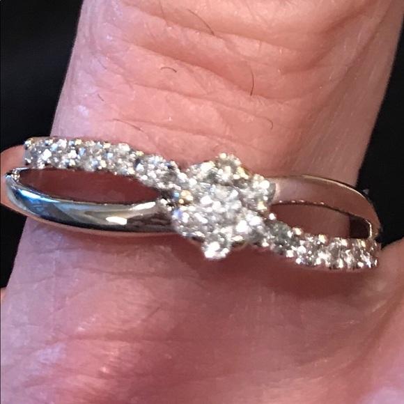 7efffe186e118 Diamond Flower Bypass Ring 10 K White Gold